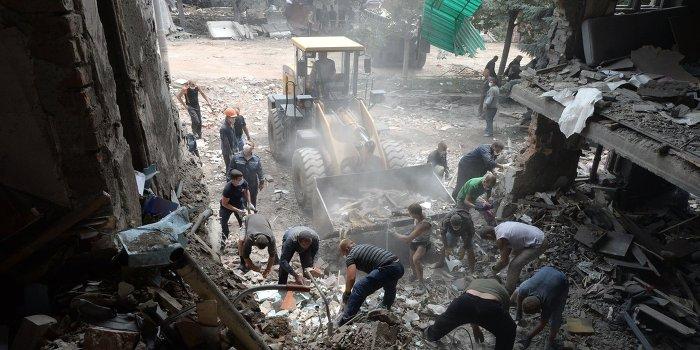 Появилось видео спасения ребёнка из-под завалов в городе Снежное