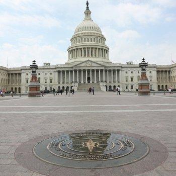 Капитолий в дни национального траура в Америке