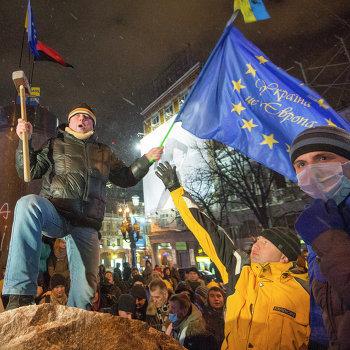 Снос памятника Ленину в центре Киева