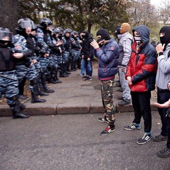 Столкновение радикалов Правого сектора и сторонников Компартии Украины в Харькове