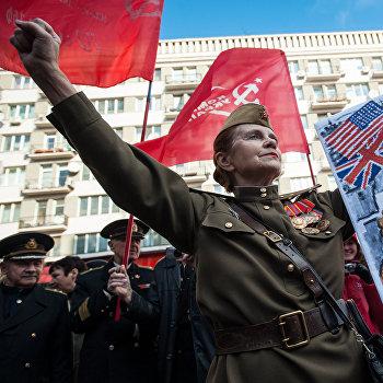 Митинг по случаю 95-й годовщины Октябрьской революции в Киеве