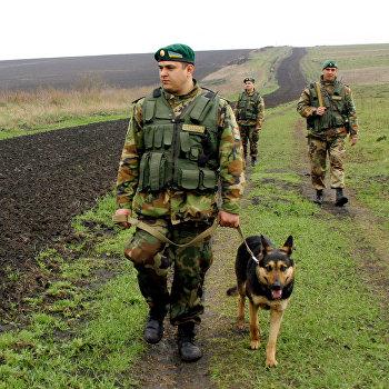 Пограничники на участке украино-российской границы