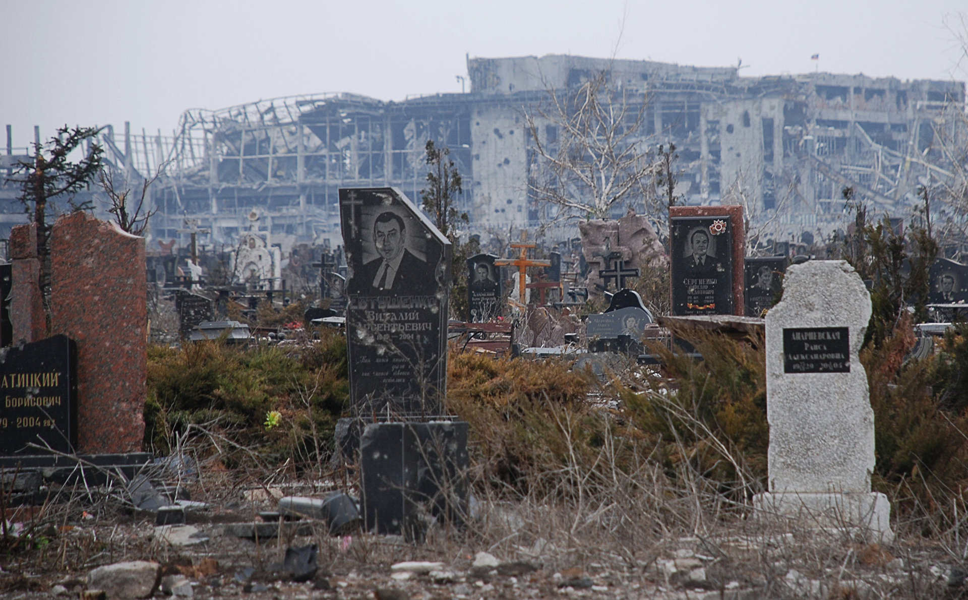 Правоохранители ДНР рекомендуют воздержаться от посещения ряда кладбищ в Поминальное Воскресенье