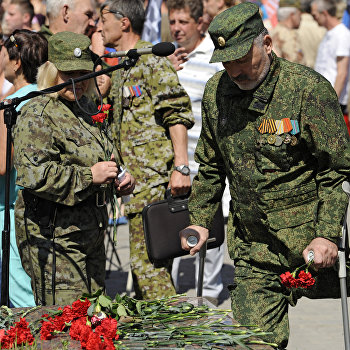 Траурный митинг-реквием Не забудем, не простим: Славянск в Донецке