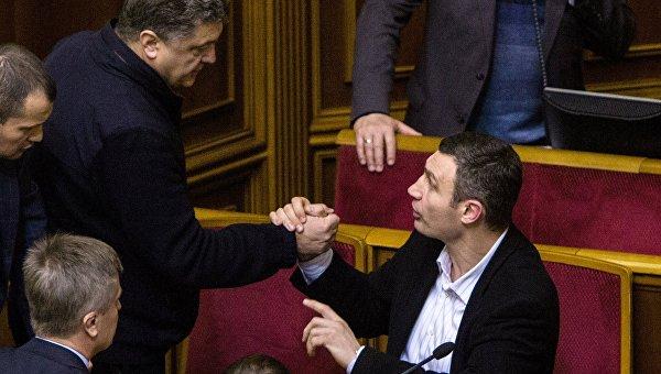 Аппетиты «шоколадного короля»: Порошенко поглощает Яценюка и Кличко
