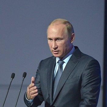 Президент РФ В.Путин принимает участие в работе первого Восточного экономического форума