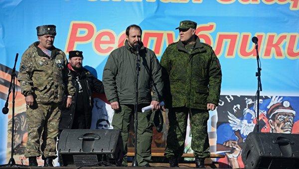 Вручение наград бойцам ополчения ДНР в Донецке