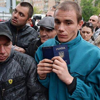 Голосование на референдуме жителей юго-востока Украины в Москве