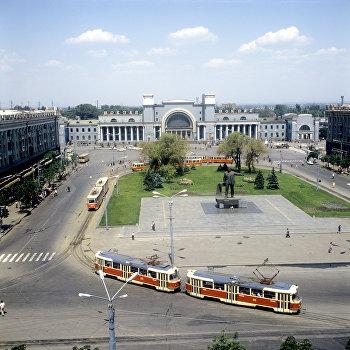 Площадь имени Петровского