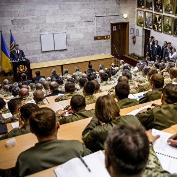 П.Порошенко выступил перед офицерами на учебно-методических сборах в военном институте КНУ им. Шевченко