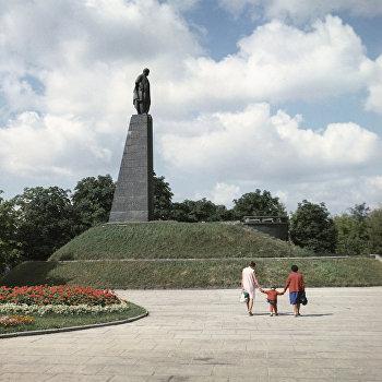 Памятник Тарасу Шевченко в Каневе