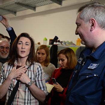 Вице-премьер Рф Д. Рогозин вручил российский паспорт украинской гандболистке
