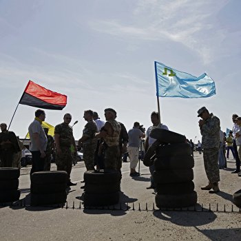 Активисты заблокировали автотрассу у поселка Чонгар на границе Украины и Крыма