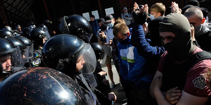В Одессе националисты подрались с полицией