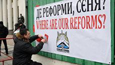 Яценюк и его команда: кто виноват в падении гривны и отсутствии реформ