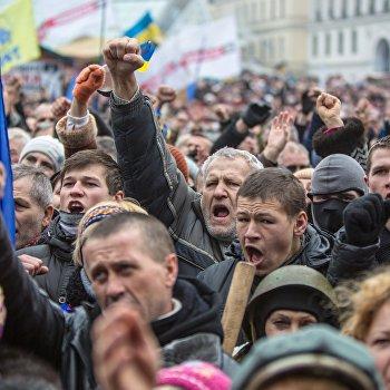 Народное вече на площади Независимости в Киеве