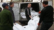 Передача тел погибших украинских силовиков в Донецке