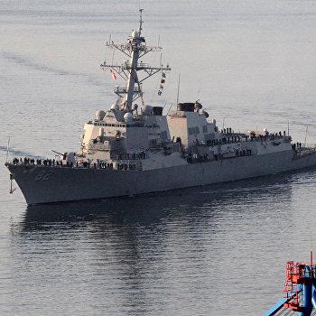 Ракетный эсминец ВМС США Лассен прибыл во Владивосток