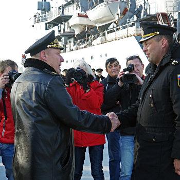 Учебный корабль Смольный прибыл в порт Балтийска