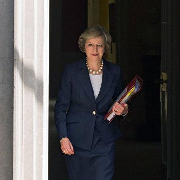 Премьер-министр Великобритании Т. Мэй на Даунинг-стрит в Лондоне