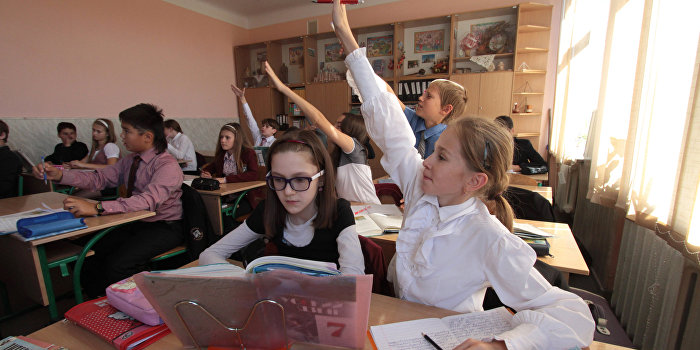 В школах Киева запретили политическую агитацию