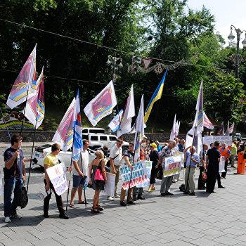 Акция протеста украинских железнодорожников у Кабинета министров