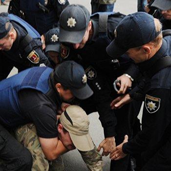 Акция протеста у российких диппредставительств на Украине