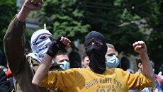 Неизвестные разгромили отделение Сбербанка России в Киеве