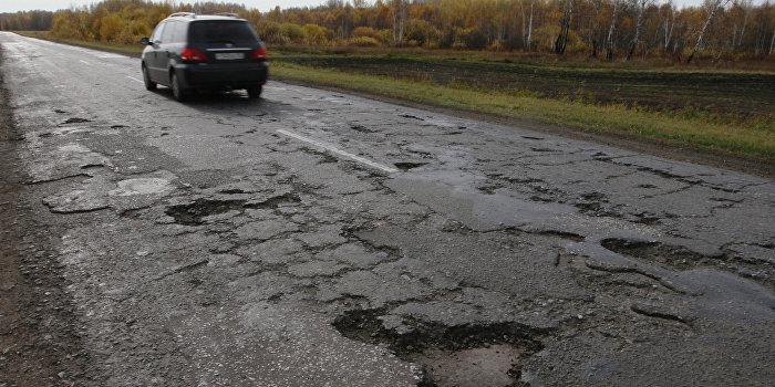 Ямы на дорогах на автомобильной трассе в Омской области