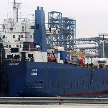 Паром с российскими дальнобойщиками прибыл из Турции в Севастополь