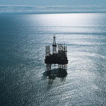 Плавучая буровая установка Ока в Охотском море