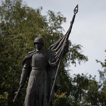 Памятник в поселке Идрица