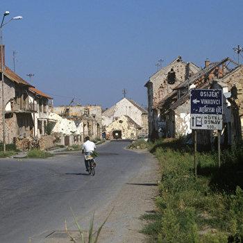 Разрушенные дома в городе Вуковаре
