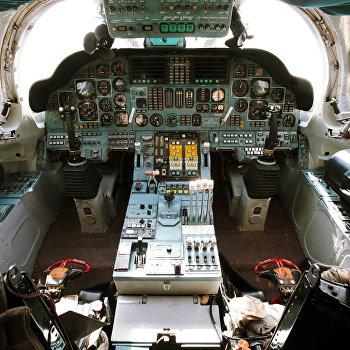Кабина пилота стратегического бомбардировщика Ту-160