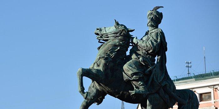 Львовский историк: Хмельницкий, а не Бандера с Мазепой объединяют Украину