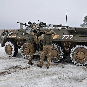Инспекция украинских подразделений командующим ВС Канады П. Винником