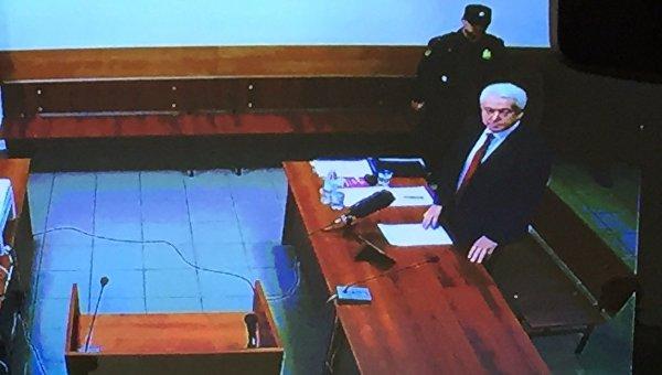 Янукович прибыл всуд поиску опризнании событий минувшего года госпереворотом