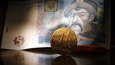 Денежные купюры и монеты США и Украины