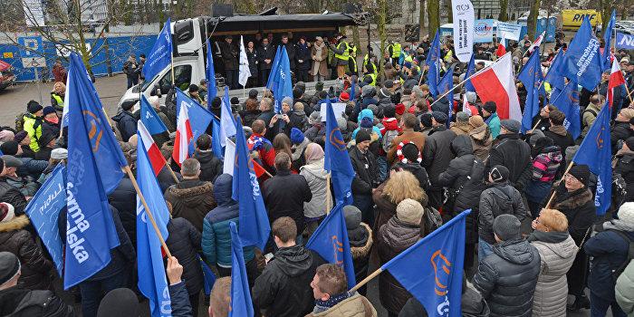 Антиправительственный митинг в Варшаве
