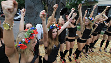 Акция движения FEMEN на площади Независимости в Киеве