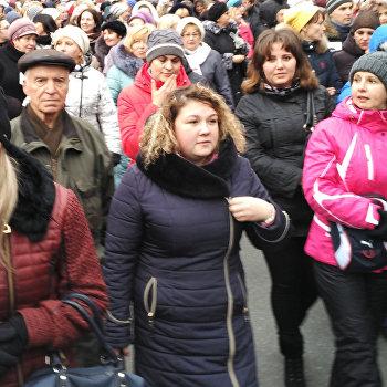 Митинг против высоких тарифов у здания Верховной рады в Киеве