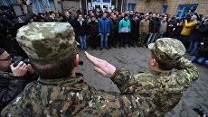 В Кабмине предложили сделать обязательным для военных приветствие «Слава Украине!»
