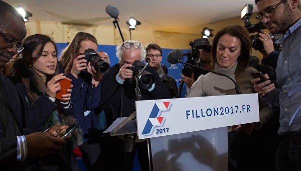 Опрос: французы требуют отказа Фийона отучастия ввыборах