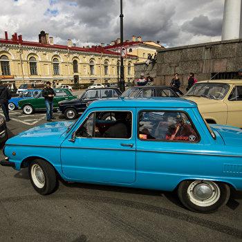 Выставка ретро-автомобилей в Санкт-Петербурге