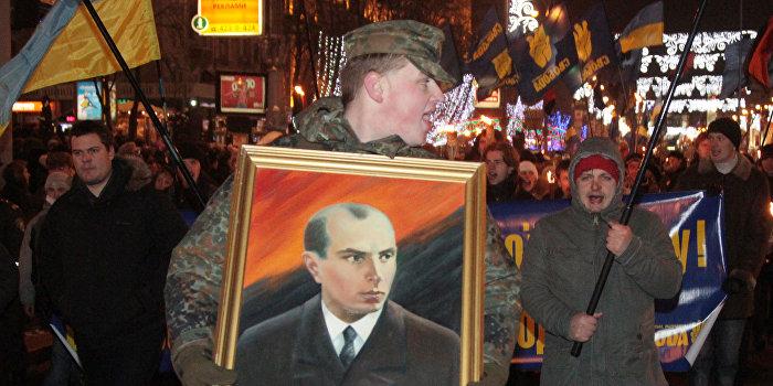 Факельное шествие националистов в честь дня рождения Степана Бандеры