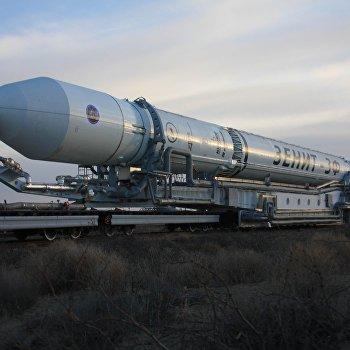 Установка ракеты-носителя Зенит-2SБ с космическим аппаратом Электро-Л на стартовом комплексе космодрома Байконур