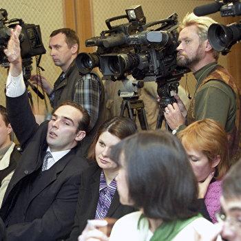 Журналисты на пресс-конференции в Счетной палате РФ
