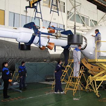 Подготовка к пилотируемому пуску ракеты Союз-ФГ
