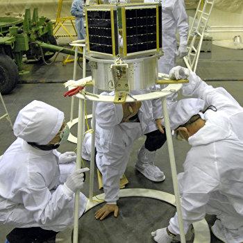 Подготовка к запуску спутников Saudicomsat на космодроме Байконур