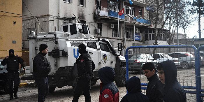 Последствия теракта в городе Чинар в Турции